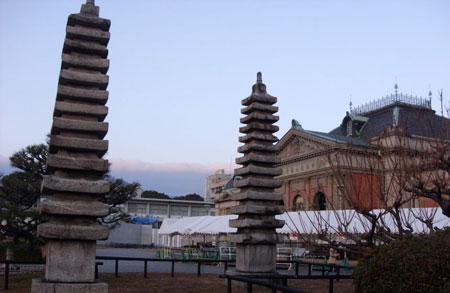 其中之一为片山东熊设计的主楼,其二为森田庆一设计的新馆.