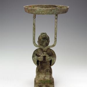 跽(jì)坐俑铜灯