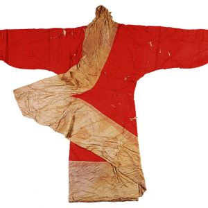 Floss silk padded robe with lozenge pattern on vermilion luo silk robe